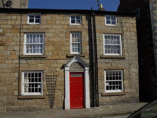 GREYSTONES - stylish luxury self-catering holiday cottage in Staithes