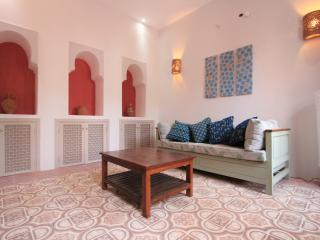 Living room with built in Islamic arches