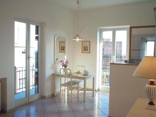 Rome Trastevere 2-room Apartment with Balcony WiFi