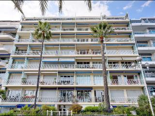 San Diego sunny 2 bedroom apartment with balcony