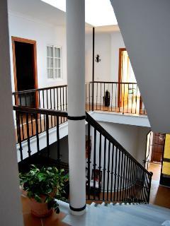 Escalera y pasillo habitaciones