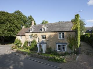 Wolds End House - Stunning Home, Parking, Open Fires, Country Garden