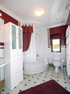 Cardigan Bay holiday cottage - bathroom