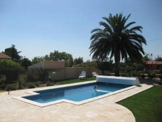 Autignac villa in South France with private pool sleeps 6