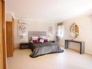 Spacious Bedroom Ensuite with Balcony