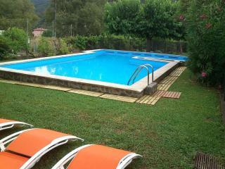 Casa con piscina y jardín, apto niños