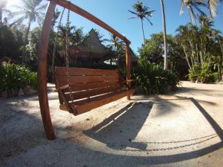 Palm Bay Hideway Long Island, Flametree