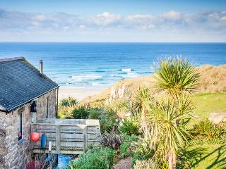 GIRL ANNIE, romantic reverse level cottage by the beach with terrific sea views