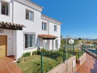 Beautifully maintained townhouse with private front garden and short walk to 2 communal pools