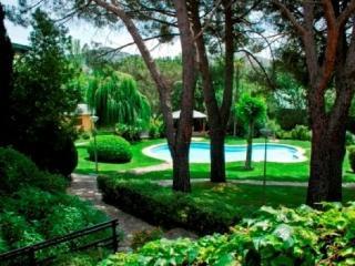 Casa con Piscina y 10.000 metros de jardines