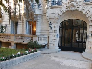 Gloria Mansions - luxe quiet apt close to beach, Nizza