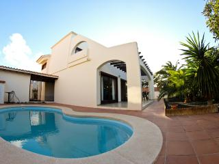 Villa with private pool in town centre, near beach, Corralejo
