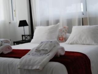 Servicio de limpieza general con cambio de ropa de cama y toallas 20.00 Euros por servicio.