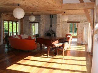 Liptrap, spacious house by a lake, close to beach, Loches
