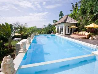 3BR with Massive Swimming Pool - Casablanca Suites, Kuta