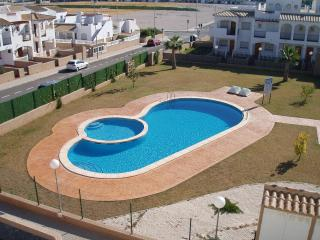 La Cinuelica R14, ground floor apartment with large garden in Los Altos
