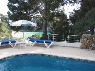 Apartamento con piscina privada y vistas al mar. Cerca de la playa