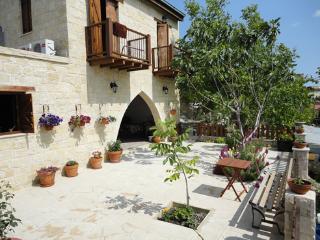 MAGDALOUS HOUSE, Arsos