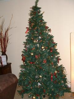 Beautiful 7.5 Ft christmas tree stored for your vacation use