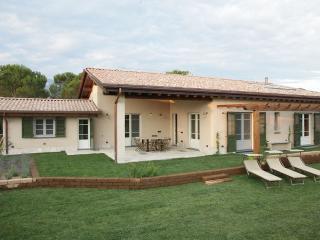 Olimagio Country House: Spacious garden villa in Pietrasanta, Tuscany