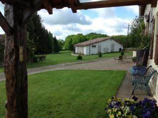 tauzac cottage. massignac charente, Massignac