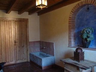 Casa Rural de 5 dormitorios en Cuevas Del Valle, Cuevas del Valle