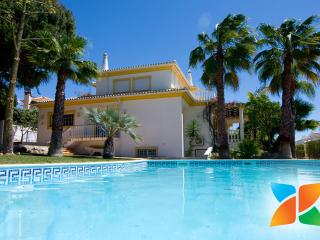 Villa Silva - Spacious 7-Bedroom Villa with Private Pool near Vilamoura