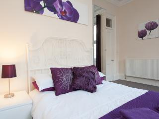 Genuine City Centre Sleeps 6