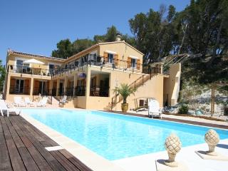 Picasso 2 bedroom apartment with heated pool, Maussane-les-Alpilles