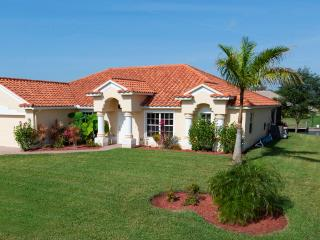 Luxury 4 Bedroom Gulf Access Villa w. Heated Pool, Cape Coral