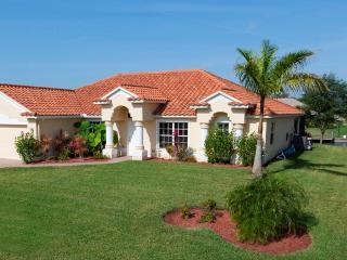 Luxury 4 Bedroom Gulf Access Villa w. Heated Pool, Cape Coral