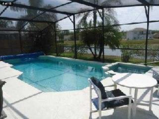 Luxury waterside Villa, pool and spa, Disney area