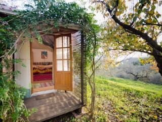 Almond Yurt, Lanjaron