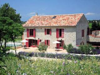 Syrah, 3 bed vacation apartment rental Provence w, Lezan