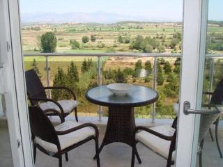 'Four Seasons E7' Luxury 3 bed apart mountain view, Side