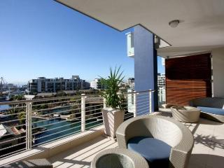 Modern 5-Star Waterfront Apartment - Kylemore 410
