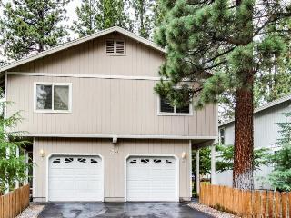 Cozy, convenient getaway with filtered lakeviews and hot tub, South Lake Tahoe