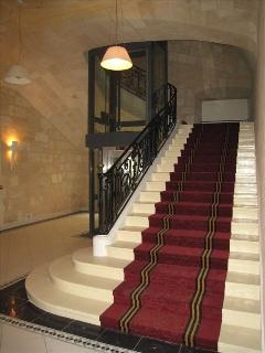The building hall and its stairs and lift