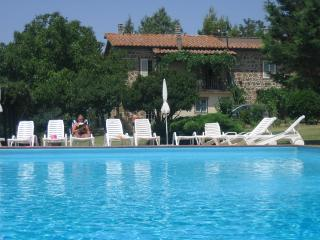 Tuscan apartment rentals just outside Sovana with private pool, balcony and garden, Sorano