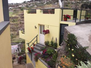 Palheiro Cottage Stunning views of mountains & sea, Calheta