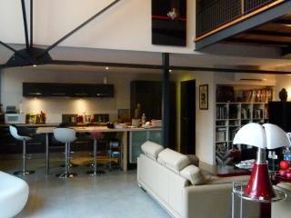 BIARRITZ CENTRE- ROOM IN  TOWN -B&B-LOFT ST MARTIN ,HOMESTAY