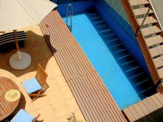 Villa Carmen, lujo junto a la playa, piscina