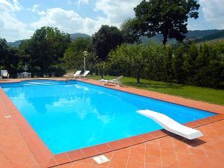 Tuscan family villa, 3 bedrooms, Large pool. Great for Families