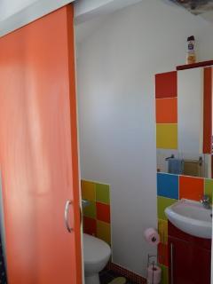 wc et cabinet de toilette avec fenêtre