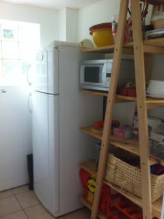 entrée :  frigo 2 / garde manger / micro ondes 2