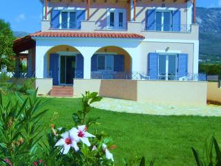 LUXURY VILLA  STUNNING VIEW SPECIAL OFFERS NOW ON!, Karavados