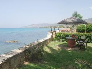 SEA FRONT 6 bedroom Villa, Amazing Garden  Privacy