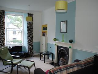 The Blue, spacious 3 bed central to Royal Mile, Edinburgh