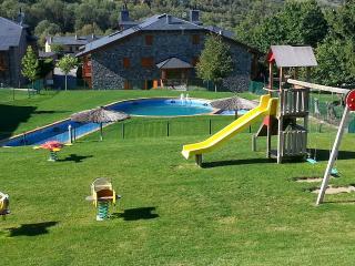 Vivienda con mucho encanto con piscina y  amplia zona comunitaria