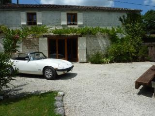 La Petite Bergerie - 3 bedroom gite - shared pool, Crazannes